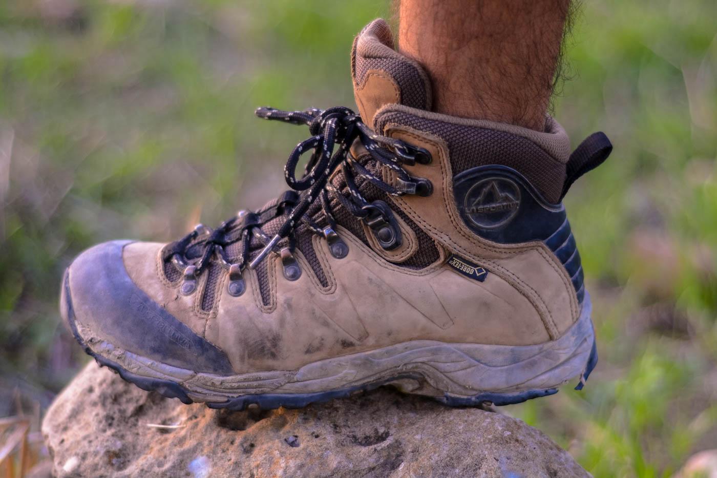 נעלי טיולים