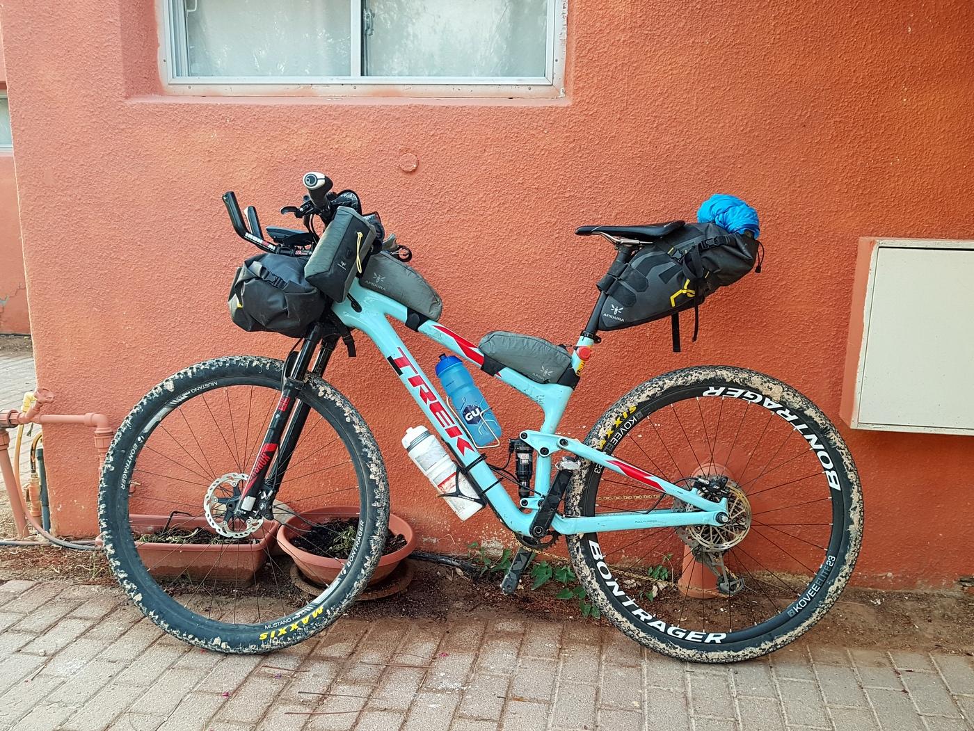 HLC - כל הציוד על האופניים